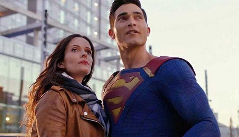 تایلر هاچلین و بیتسی تولوچ در سریال Superman and Lois